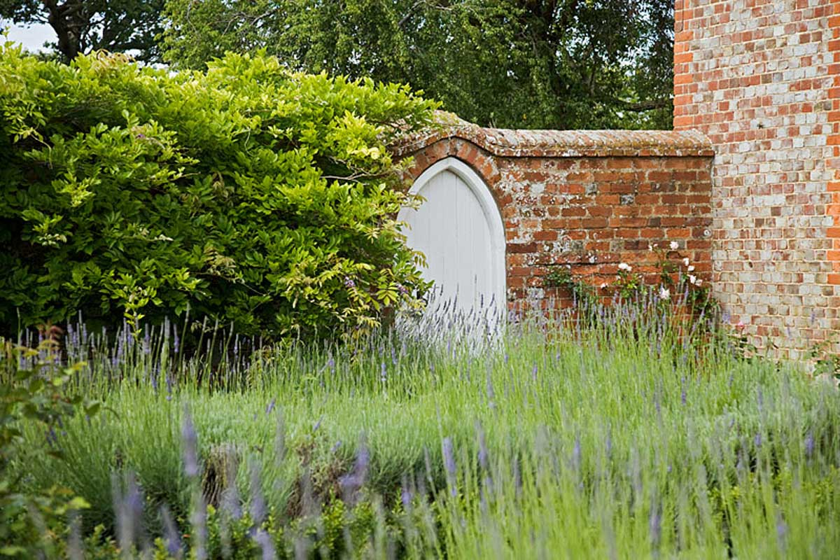 Oxfordshire garden projects iona hilleary landscape for Garden design oxfordshire